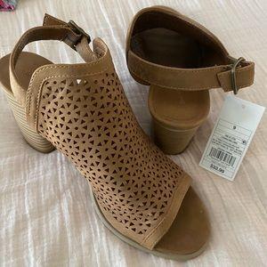 NWT SZ 9 Heeled Slingback Sandals